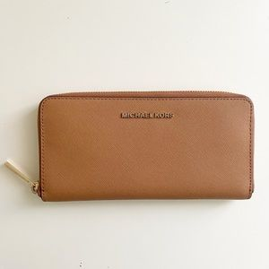 Michael Kors Zip Wallet Like New